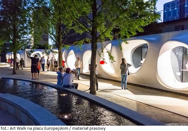 """Nowa wystawa na placu Europejskim: """"Space Debris"""""""