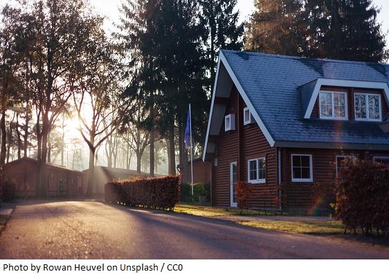 Dom – dlaczego warto go ubezpieczyć, szczególnie jesienią?