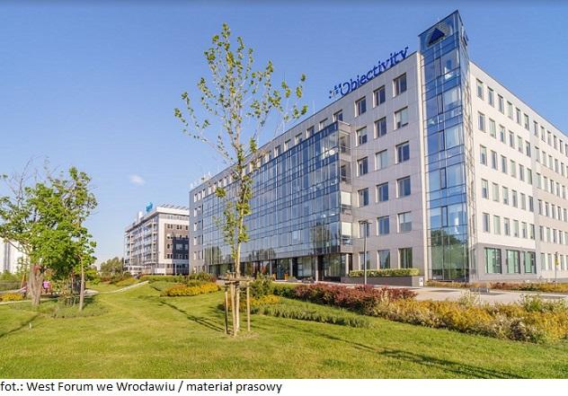 Wrocławski kompleks biurowy oferujący elastyczne powierzchnie biurowe zatrzymuje przy sobie najemców
